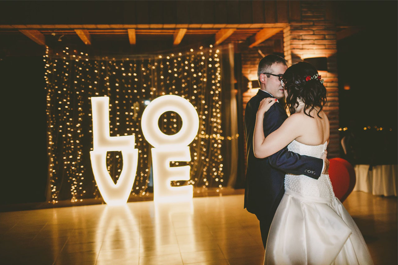 Decoracion-boda-letras-luminosas-AS9